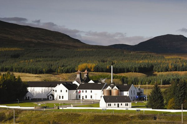 Dalwhinnie Distillery Tour