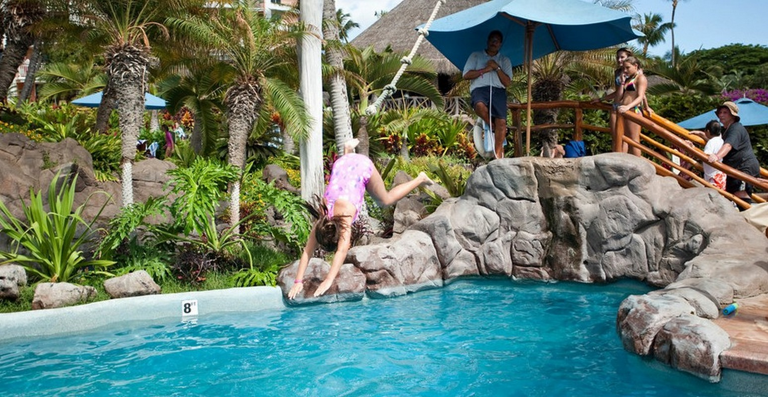 7 Best Family Friendly Hotel Pools That Are Totally Cool