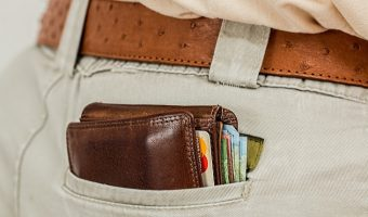 How to Avoid Pickpockets When You Travel