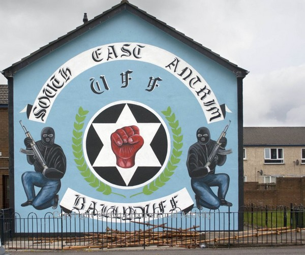 Northern ireland travel tour of the political murals of for Mural in belfast