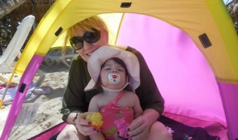 "Mommy Travel Tip: ""Star Light Lil Nursery"" Tent For The Beach"